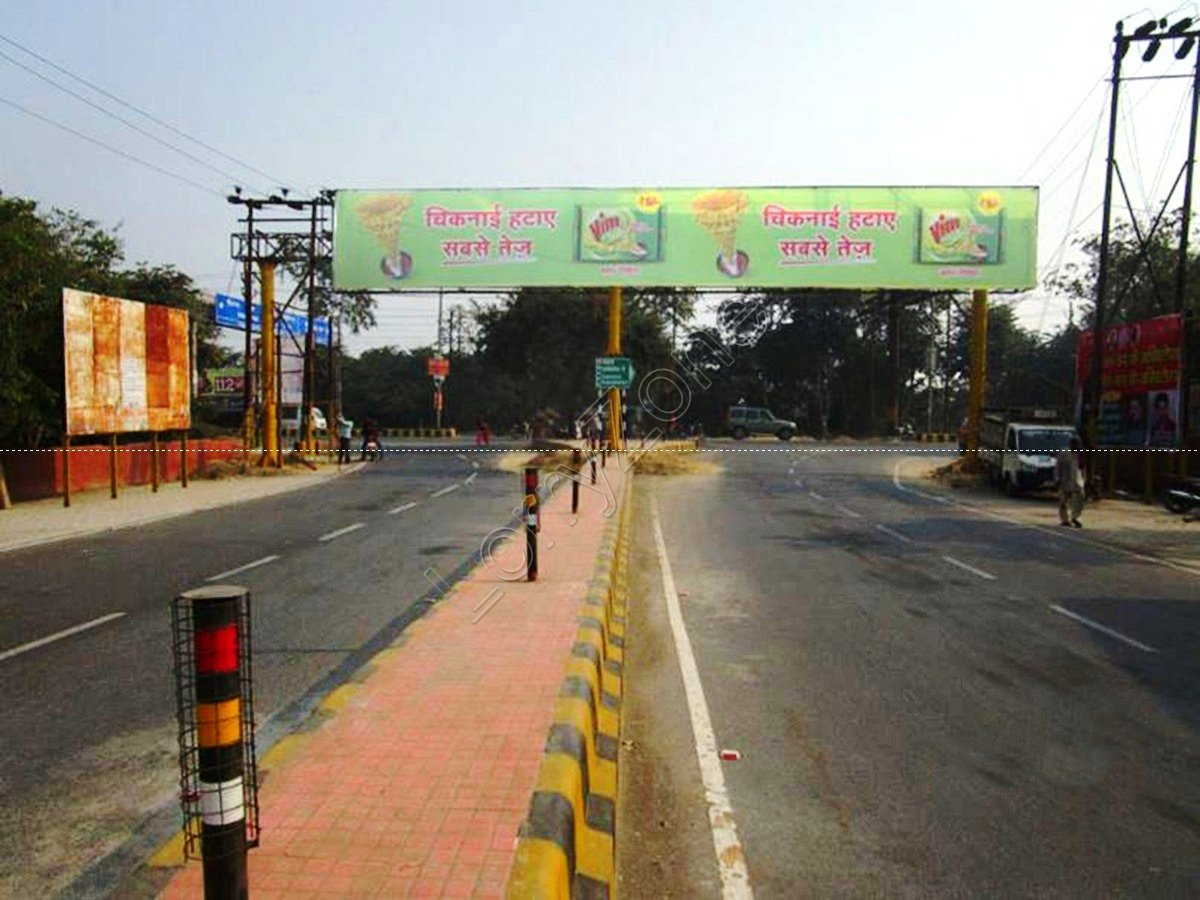 Gantry-Mathura Road,Vrindavan